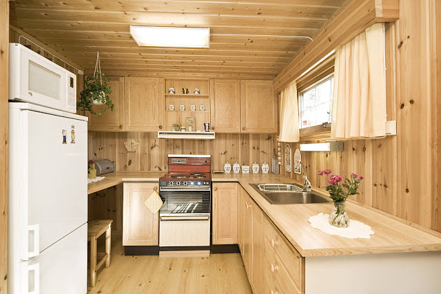 Kjøkken før oppussing. Foto 8