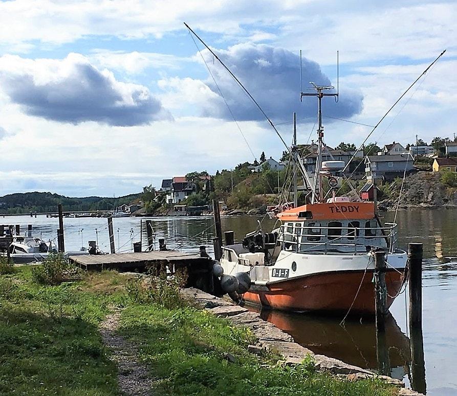 Foto 14 Vaterland - fiskebåt som ligger i elven