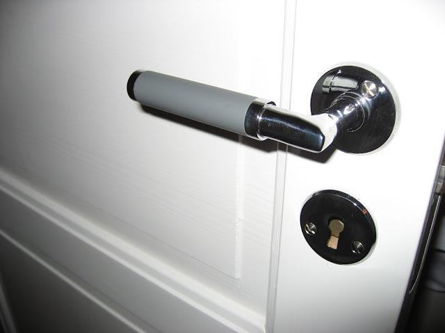 Nye dørhåndtak. Foto 4