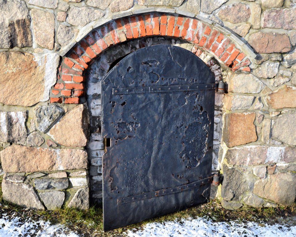 Historisk og kortreist tur til Isegran på Kråkerøy - Døren inn til noe av festningsanlegget