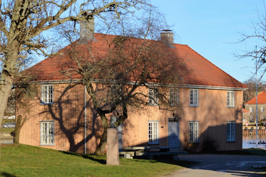 Historisk og kortreist tur til Isegran på Kråkerøy - Det over 300 år gamle Empirehuset