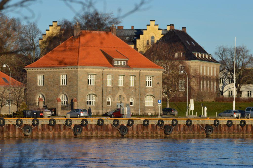 Historisk og kortreist tur til Isegran på Kråkerøy - Utsikt fra Isegran og over til den gamle Tollboden