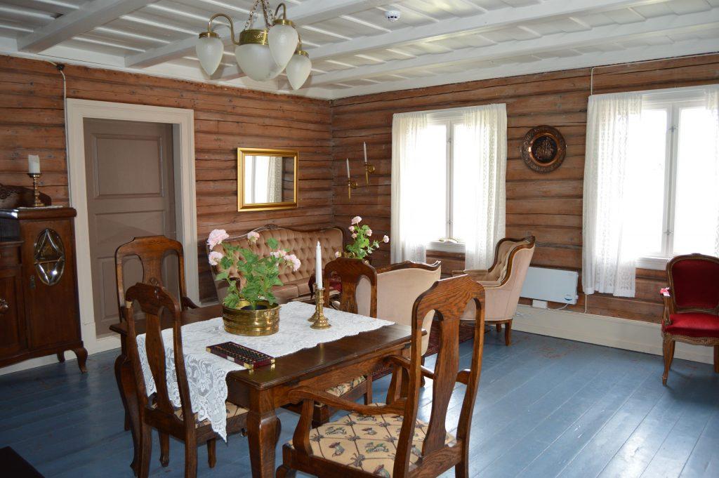 Lykken var å ha en farmor som kokke på Solhaug feriekoloni - En salong på Solhaug feriekoloni