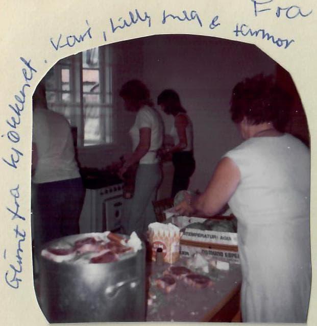 Lykken var å ha en farmor som kokke på Solhaug feriekoloni - Bilder tilbake til 1970-tallet - Kari, Lilly, meg og famor på Solhaug feriekolnoni