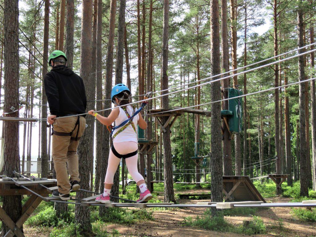 Klatreparken i Bø - snakk om en frydefull opplevelse - Høyt og Lavt klatrepark. Foto 1