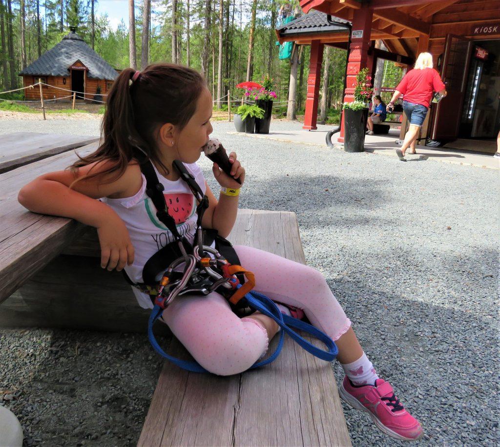 Klatreparken i Bø - snakk om en frydefull opplevelse - Ispause før neste klatretur