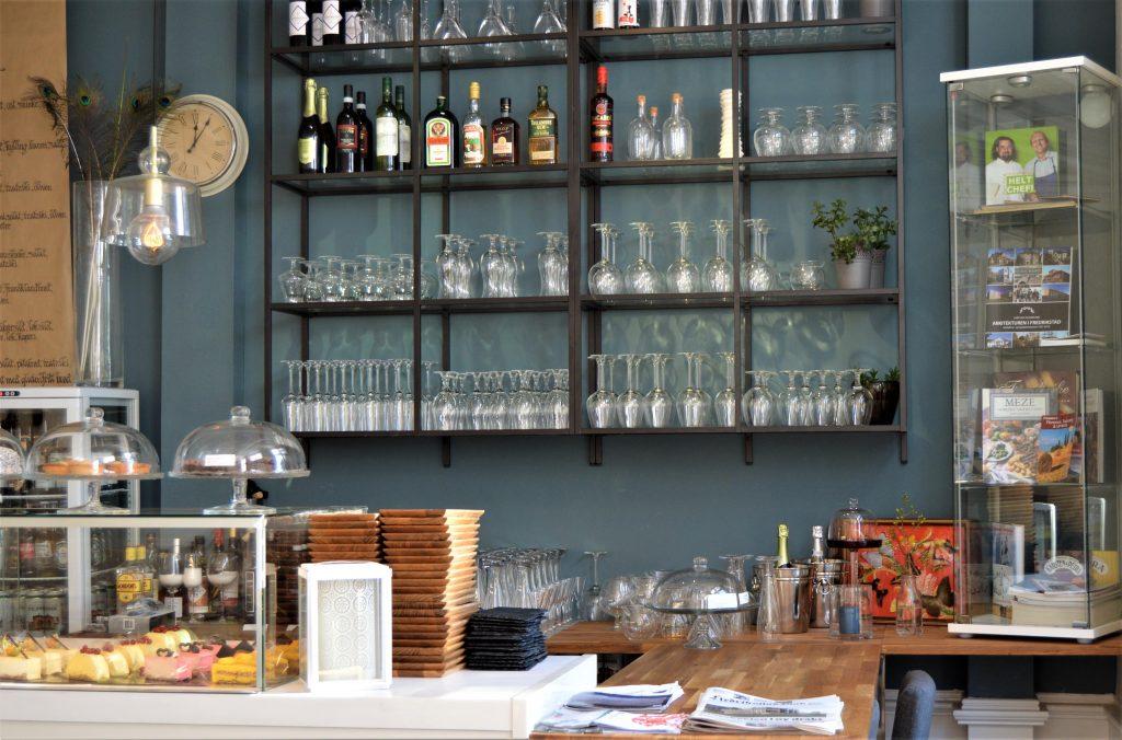 En duft av et kulinarisk Frankrike på Kafé Øks, Fredrikstad - Interiøret