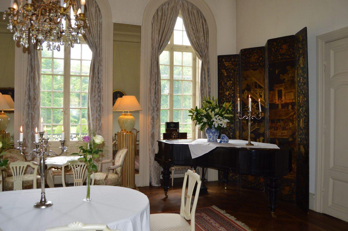 Står slottsbryllup på ønskelisten, hva med Kronovall slott? Spisesalen med flygel