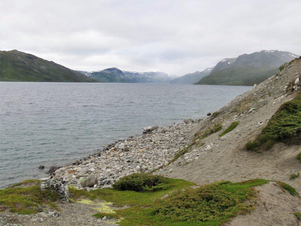 Langs stiene på turen fra Torfinnsbu til Bygdin
