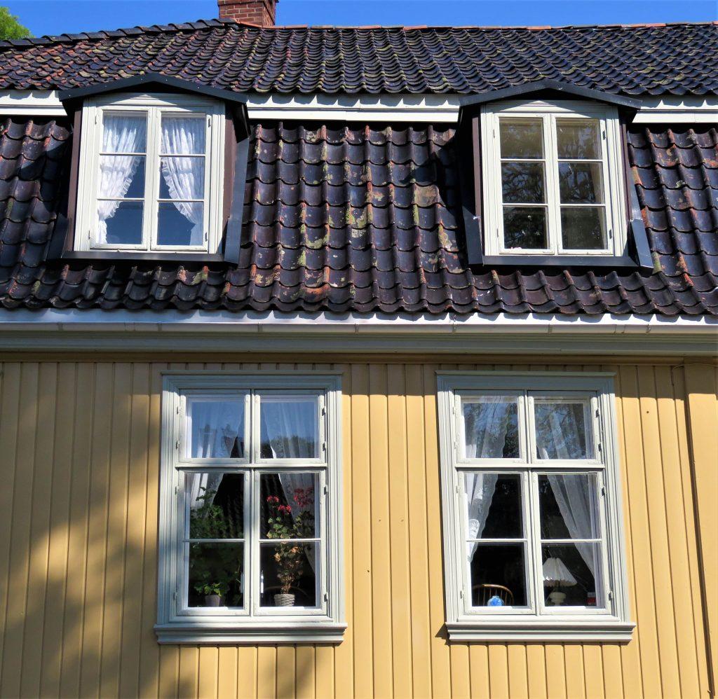 Nærbilde av en gammel bolig i Gamlebyen, Fredrikstad