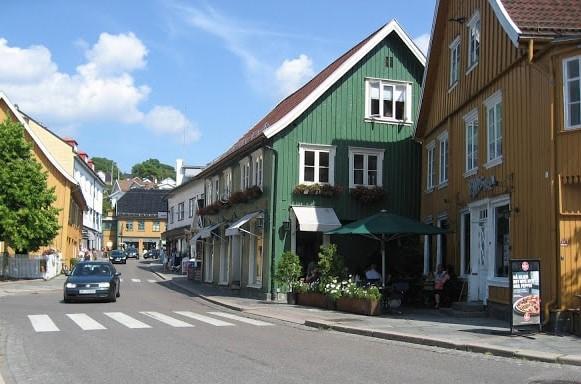 Særegent bygg ved torget i Drøbak