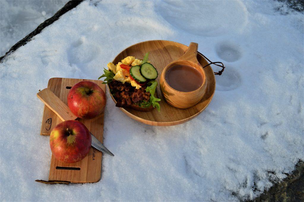Matpakke, kakao og frukt er deilig rstemat på fjellturen, Beitostølen