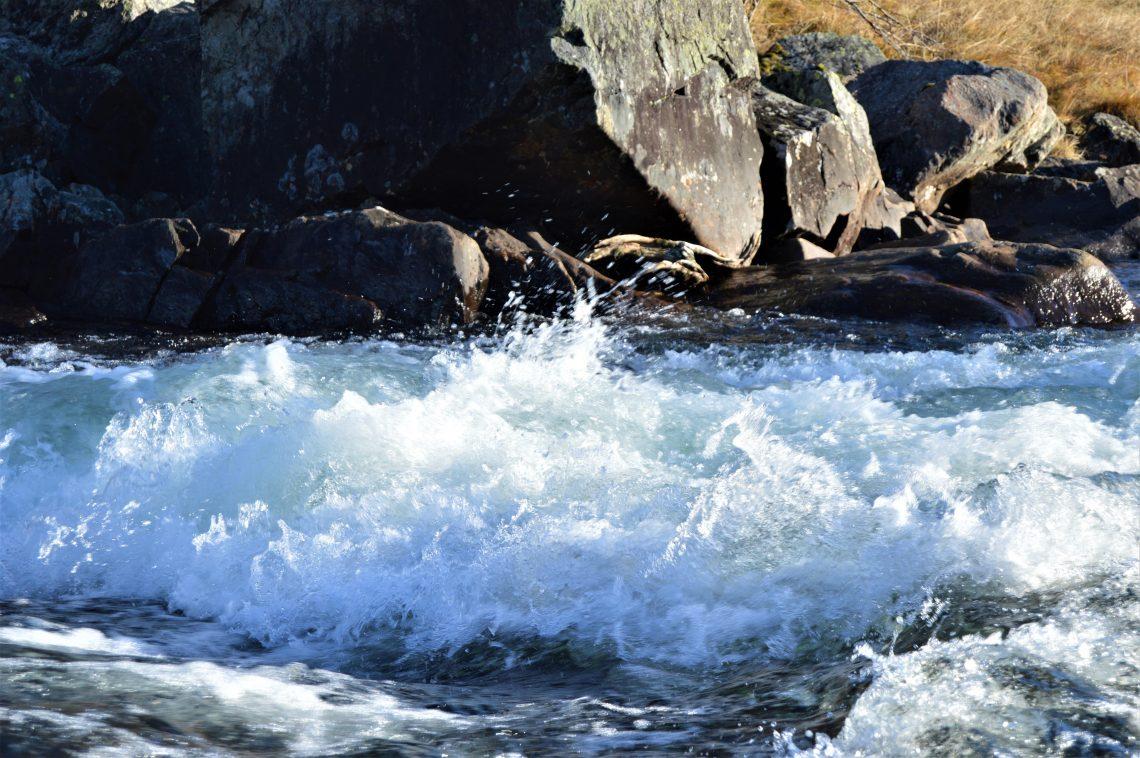 Naturskatt: Fossenden elv ved Raudøla bru i Beito
