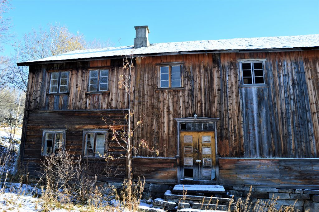 Lafteverk - tømmerhus på Beitostølen