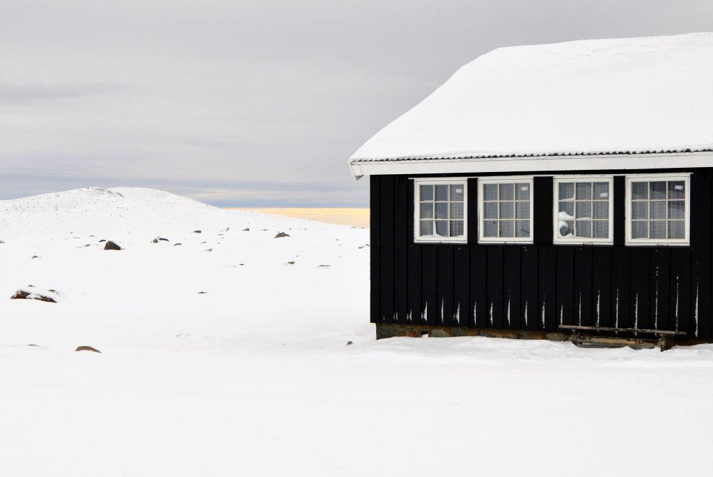 Reisen inover Valdresflya vekker barndomsminner - Et vandrehjem er nedlagt
