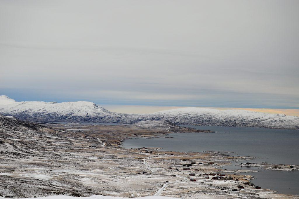 Reisen innover Valdresflya vekker barndomsminner - panoramautsikt over Vinstervann