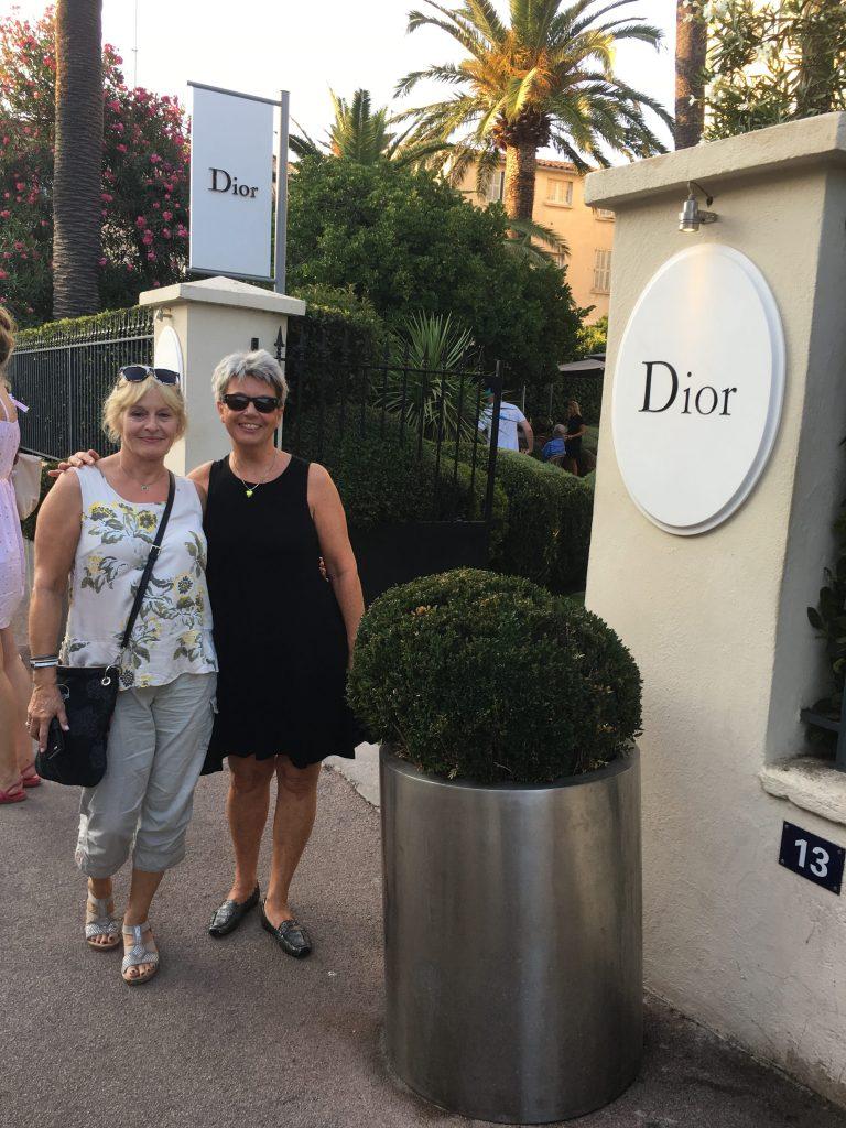 Lise og meg utenfor Dior-huset