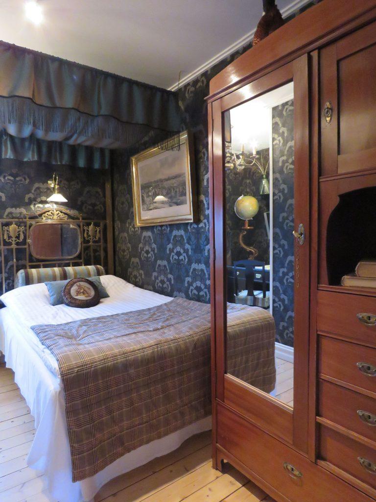 Herlig hotellrom som er oppusset i gammel stil på Strandflickorna i Lysekil