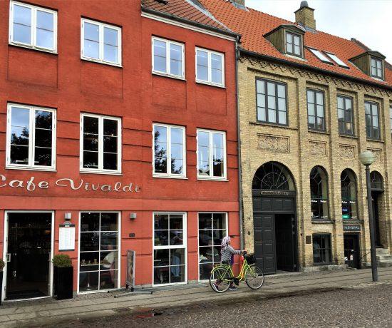 Køge i Danmark - jeg lot meg sjarmere - gatelangs i byen