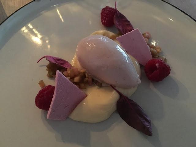 Is med fruktkompott og bær, Sille och Makrillen i Helsingborg