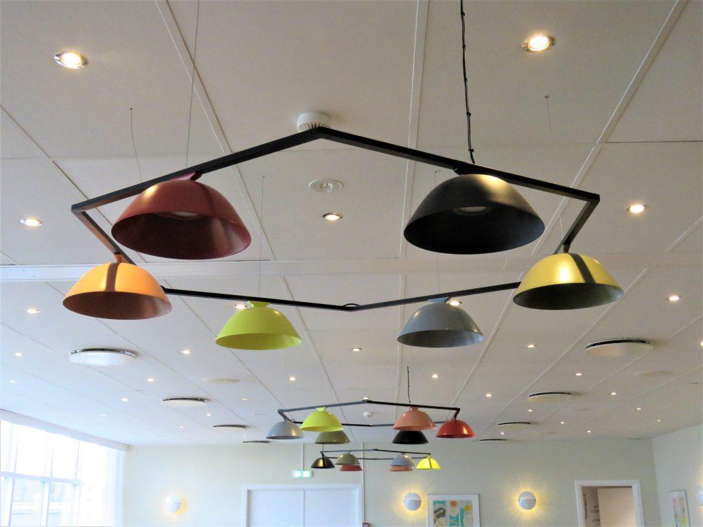 Køge Strand Hotell i Danmark er så utrolig tøft - Stilige lamper i taket