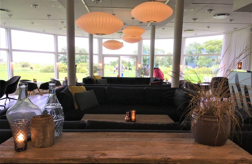 Køge Strand Hotell i Danmark er så utrolig tøft - Barområdet ved inngangspartiet