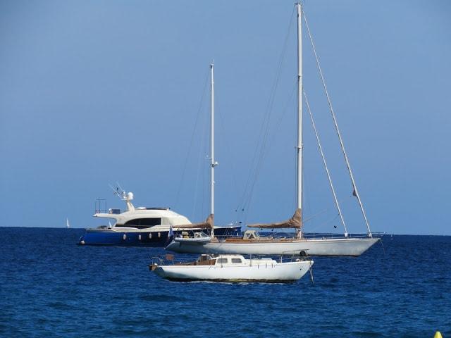 I Port Grimaud finner du den franske rivieras flotteste strand - Båtliv i St. Tropezbukten sett fra Port Grimaud