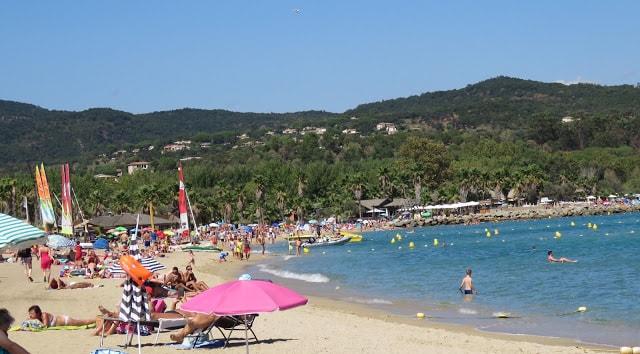 I Port Grimaud finner du den franske rivieras flotteste strand - Den sydlige stranden i Port Grimaud