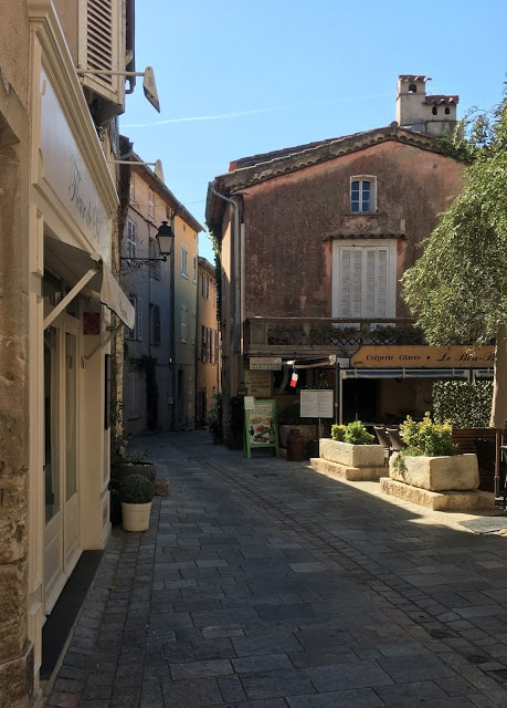 Smug med flere restauranter å velge mellom, Grimaud