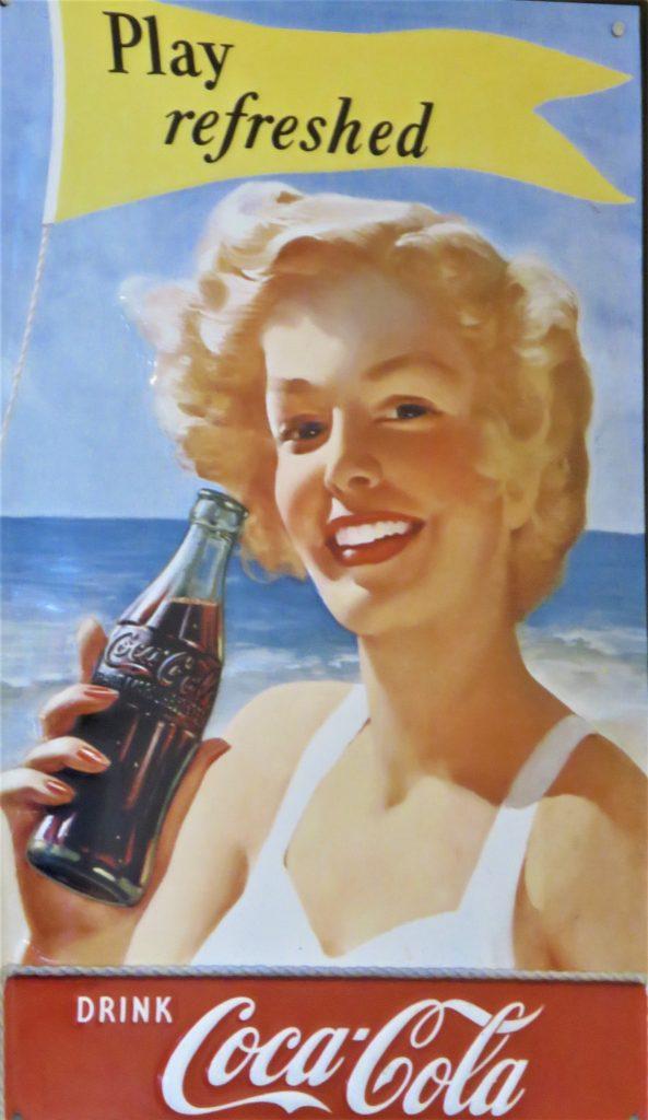 En annen nostalgisk reklameplakat for cola, Høysand