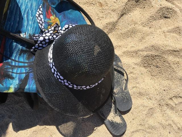 I Port Grimaud finner du den franske rivieras flotteste strand - Stilleben med strandting,