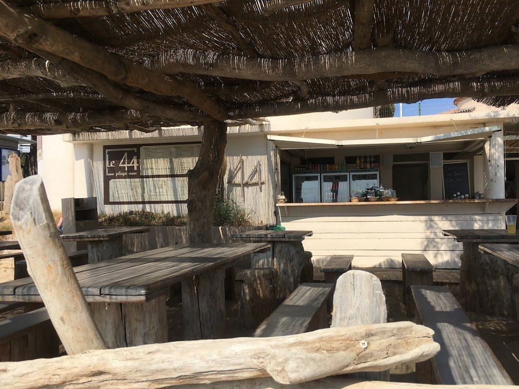 Les Issambres på den franske riviera, badebyen med hvilepuls - Herlig strandliv, sjarmerende lunsjbar på stranden