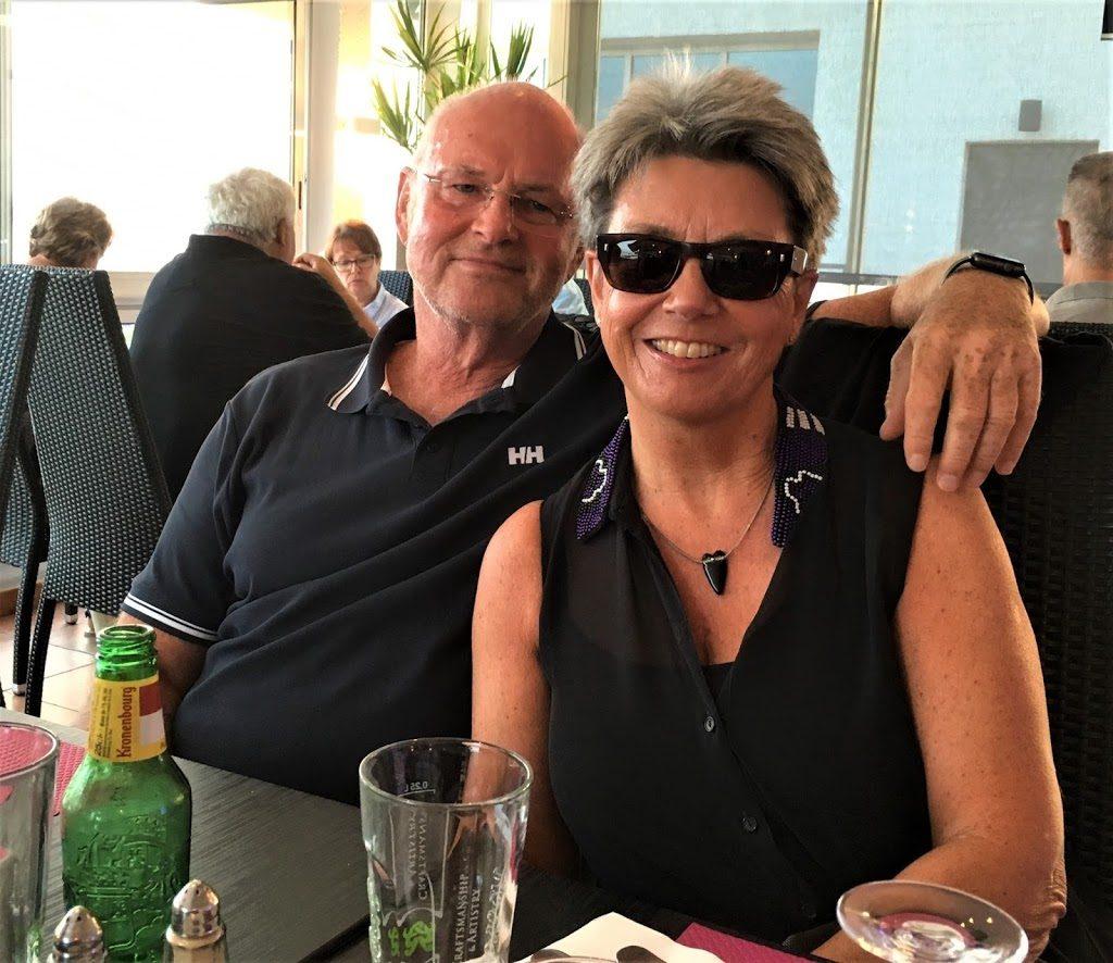 Tor og meg på pizzarestaurant i Les Issambres