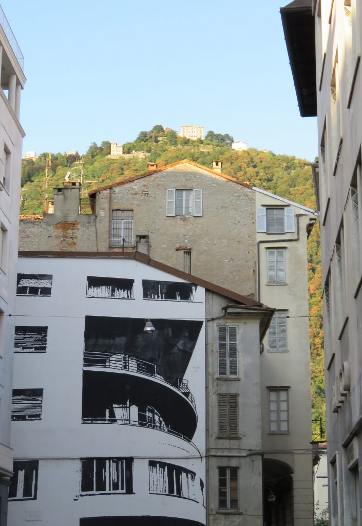 Moderne bygning malt utenpå et gammelt bygg