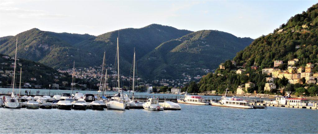 Utsikten over Comosjøen, fra bryggene i Como