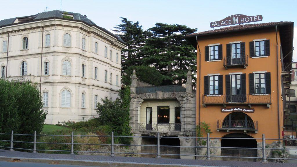 Fasjonable hoteller nede ved bryggene i Como