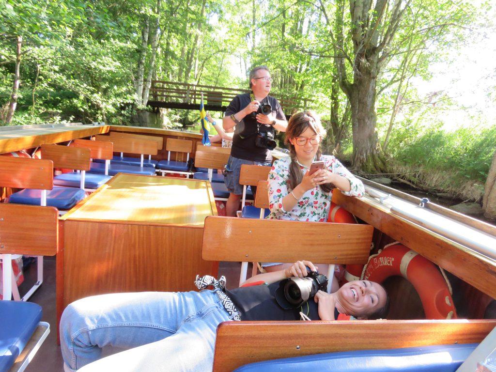 Trolske båtturer i Gränna - her dukker cecilie ved passering av en kanalovergang