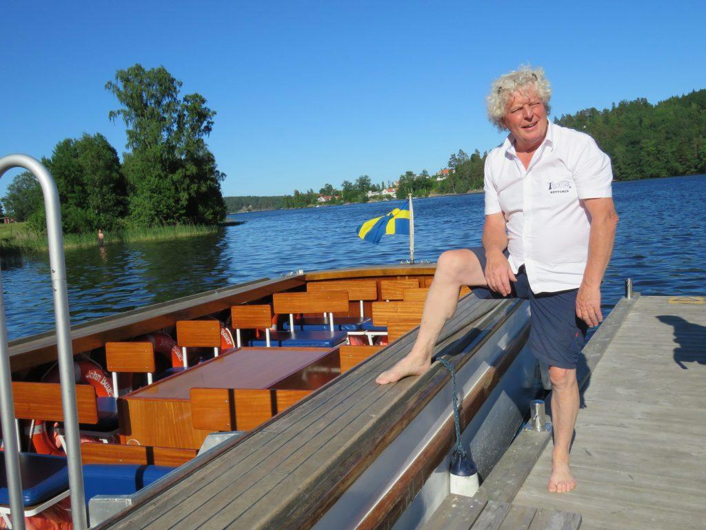 Trosle båtturer i Gränna. Kaptein Sigge venter på oss som skal være med på turen denne ettermiddagen.