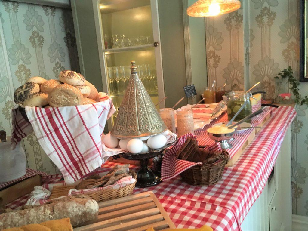 Deilig frokostbuffet hos Strandflickorna, Lysekil.