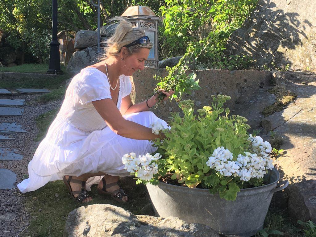 bettina i hagen hos Strandflickorna, Lysekil.