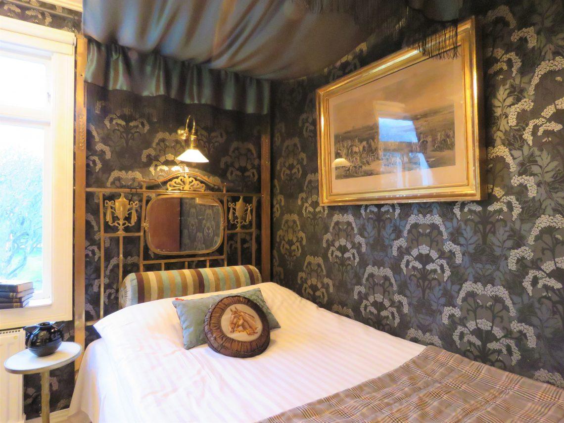 Et romantsik soverom i hotellet Strandflickorna, Lysekil.
