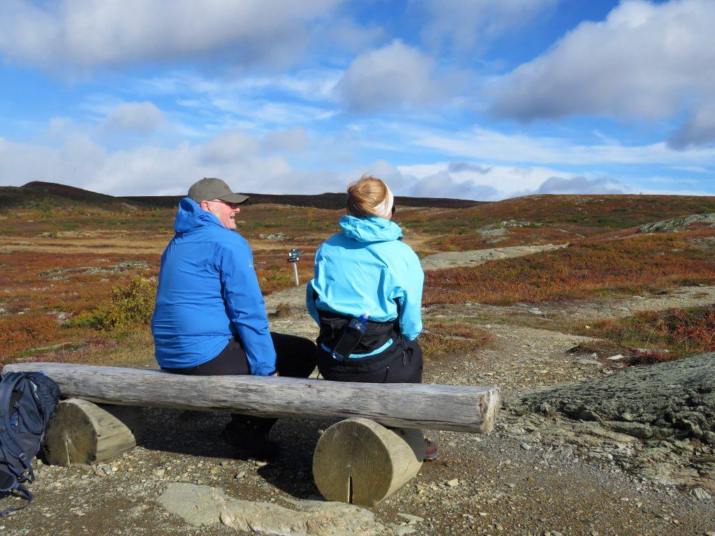 Beitostølen - høsttur i fjellet - sitteplasser er gode å ha når familien er på tur