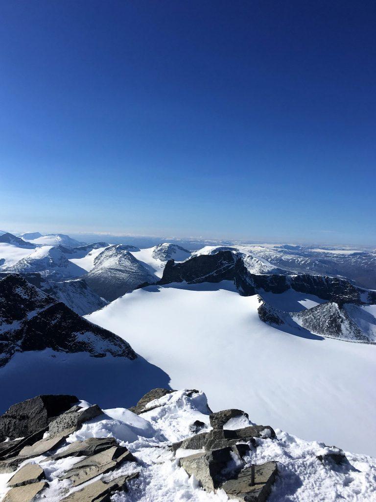 Far/datter-tur til Galdhøpiggen - panoramautsikt fra Galdhøpiggen