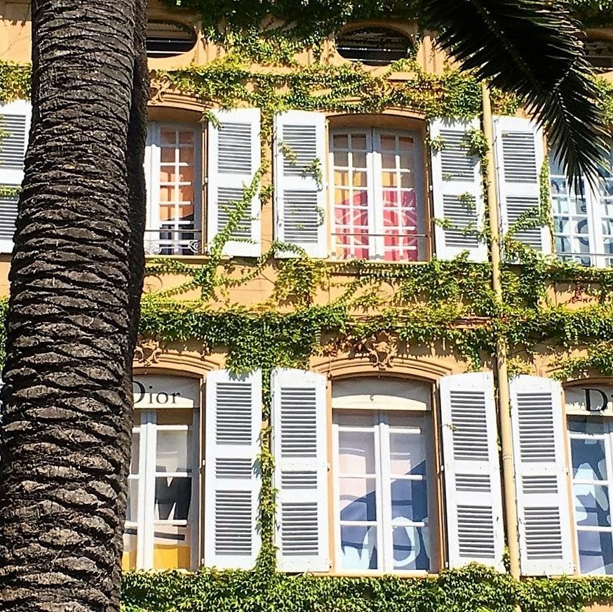 Jeg ville se bak fasaden på St.Tropez - Dior-bygget