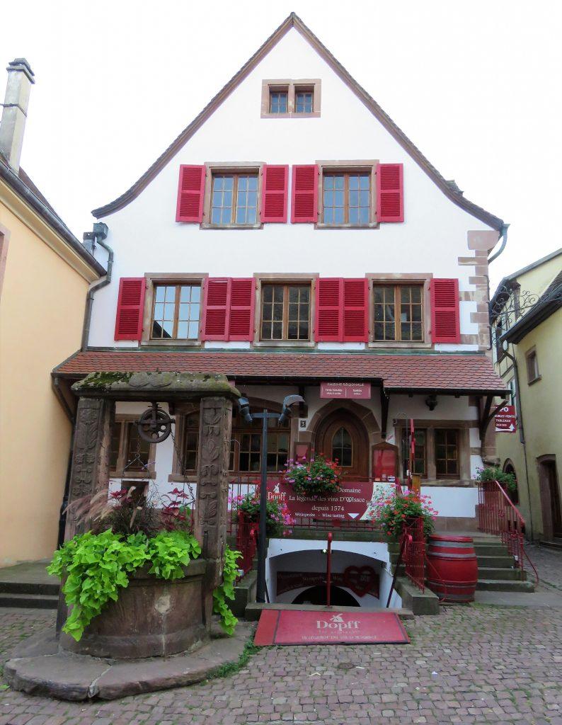 Riquewihr - Restaurant og vinsmakeri for viner fra Alsace. Urbantoglandlig