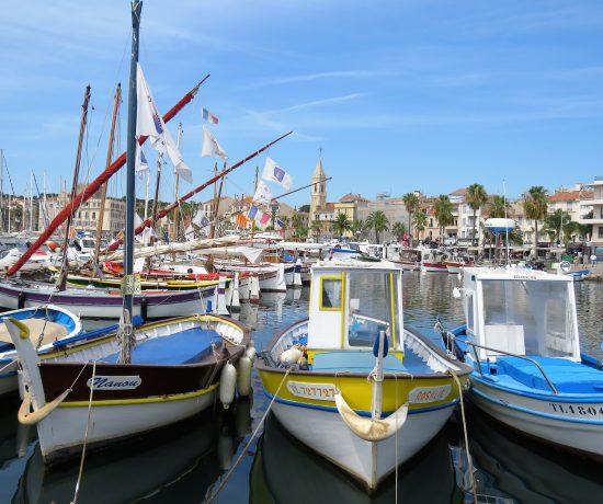 Her ser du de 10 mest leste innleggene i 2019 i urbantoglandlig. Sanary-sur-mer i Provence, kystby. Fargerike trebåter.