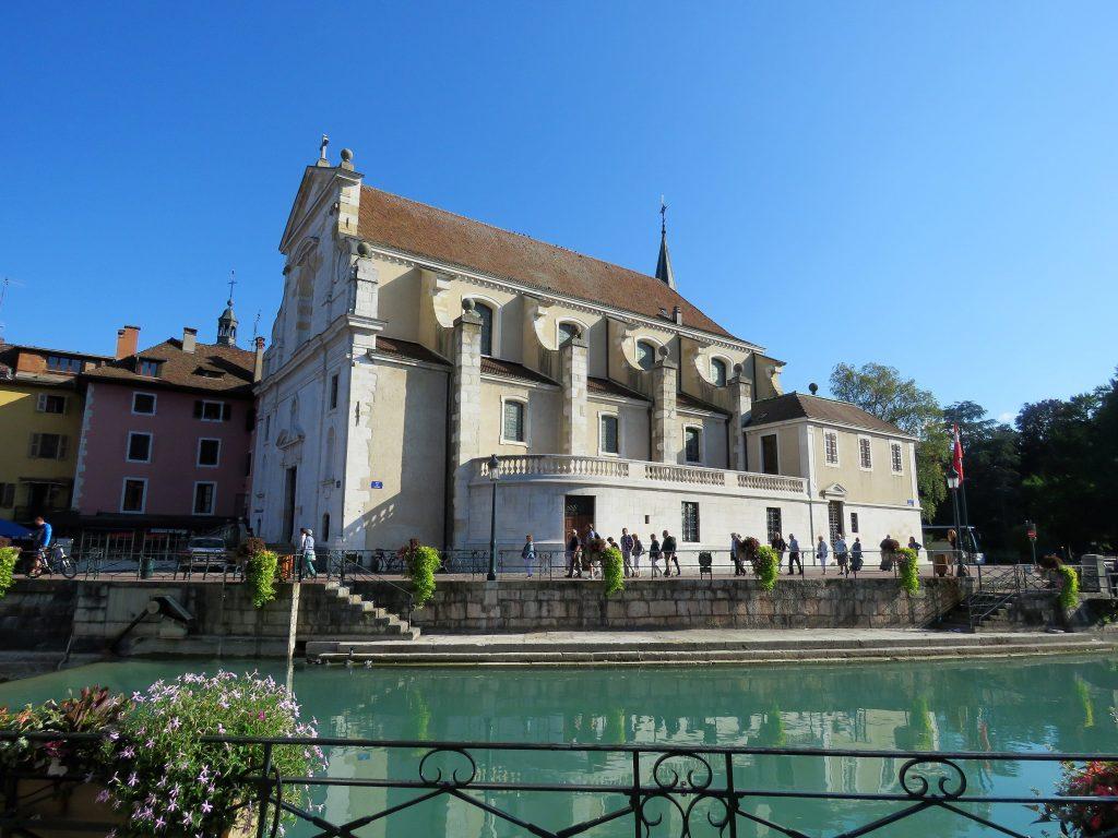 Annecy, Europas reneste innsjø. Fra sentrum. Urbantoglandlig