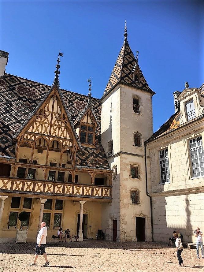 Beaune i Burgund, Hôtel Dieu. Arkitektur. Urbantoglandlig