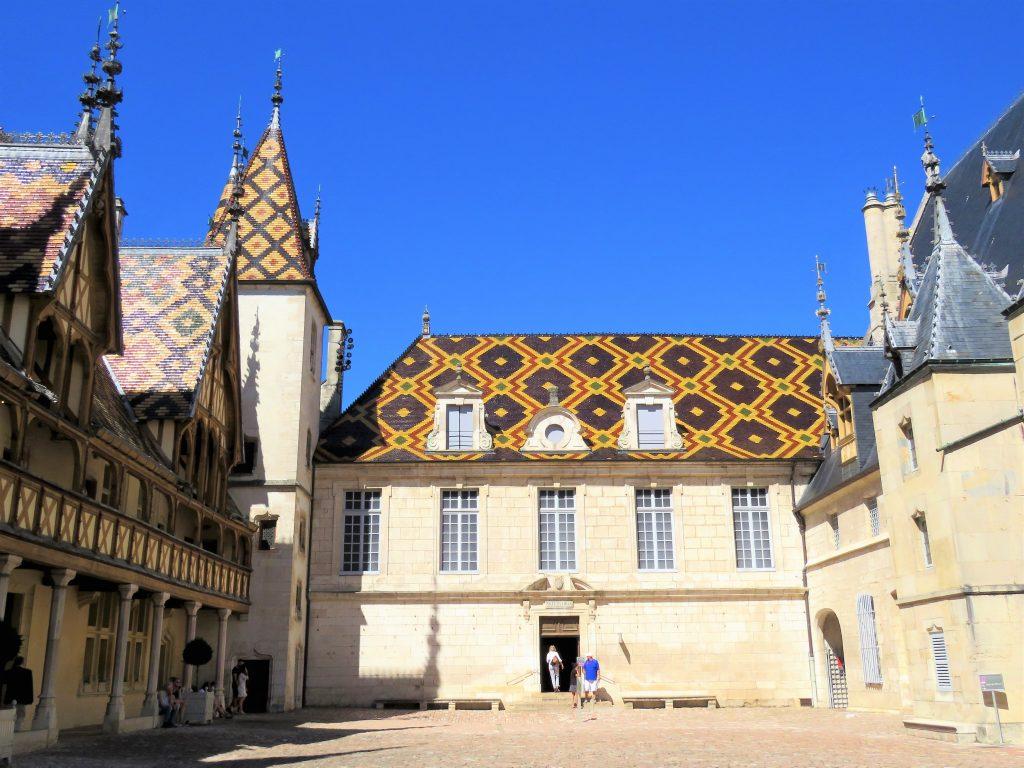 Beaune i Burgund, Hôtel Dieu. I gården. Urbantoglandlig