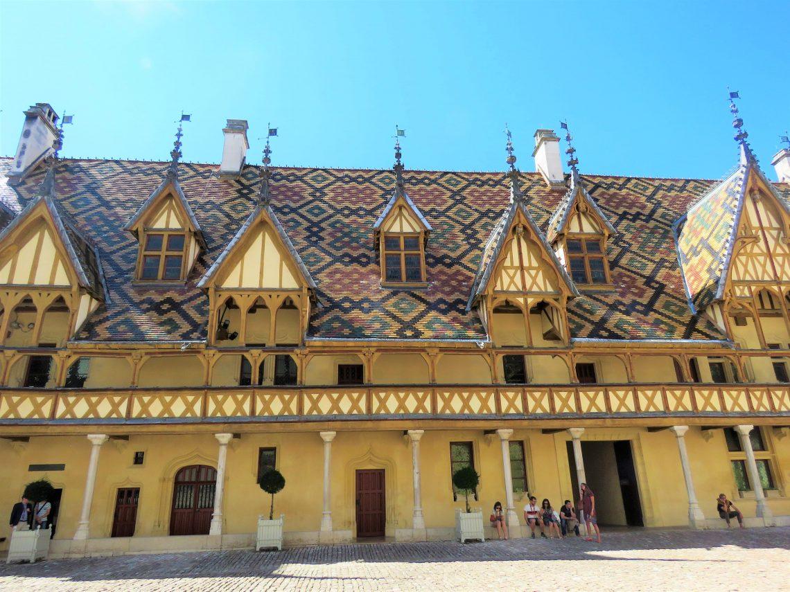 Beaune i Burgund, Hôtel Dieu. Utvendig arkitektur. Urbantoglandlig
